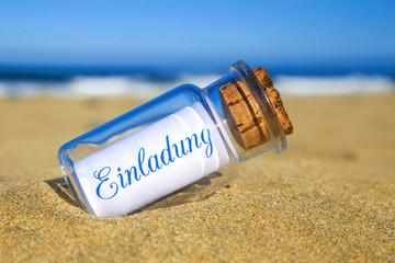 Flaschenpost am Strand: Einladung