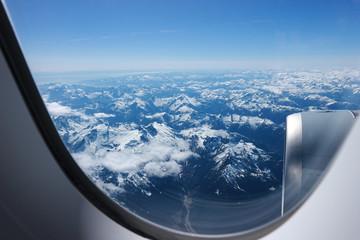 Blick aus dem Flugzeug über den Rocky Mountains