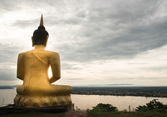 Buddha statue with river on background
