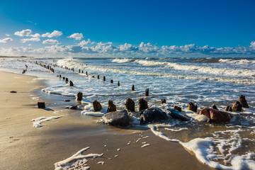 Fototapete - Die Ostseeküste bei Kühlungsborn an einem stürmischen Tag