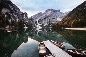 Papiers peints Piscine Boats on Lago di Braies mountain lake.