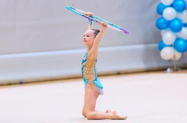 Foto auf Acrylglas Gymnastik Adorable girl competing in rhythmic gymnastics