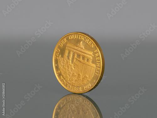 Münze Zum Fall Der Berliner Mauer 1989 Stockfotos Und Lizenzfreie