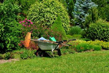 Obraz Prace w ogrodzie - fototapety do salonu