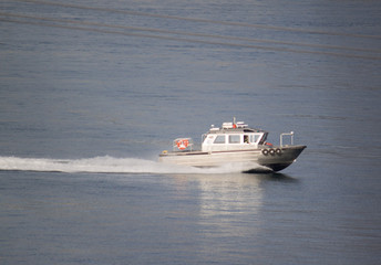 Powerboat speeding back to shore