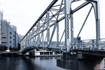 (東京都ー都市風景)天王洲の川沿いにかかる鉄橋3