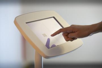 Borne digitale tactile interactive