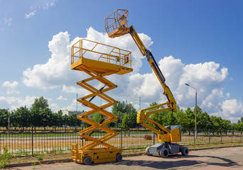Self propelled wheeled articulated boom lift and scissor lift