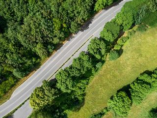 Luftbild einer Landstraße im Odenwald