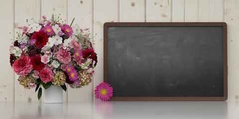 Blumenstrauß neben Tafel zur Gratulation