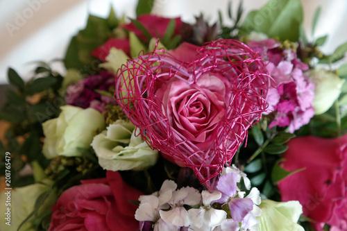 Rosa Herz Als Dekoration Fur Eine Romantische Hochzeit Stock Photo