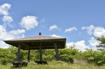 山の東屋 高ボッチ高原の鉢伏山岐路のビューポイント