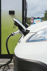 Fast charging an electric car