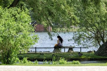 Entspannung beim Spaziergang im Schlosspark zu Schwerin