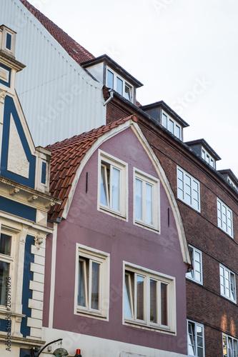 Tonnendach Haus Mit Rotem Ziegeldach Stock Photo And Royalty Free