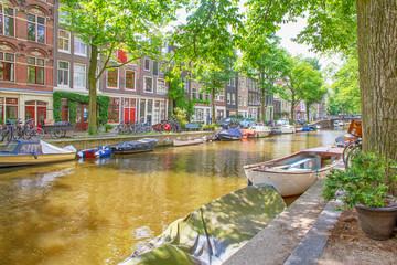 Romantisches, grünes Amsterdam