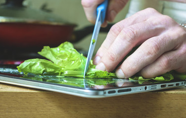 Using an electronic tablet for cooking