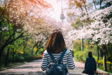 Fotobehang Seoel Young woman traveler backpacker traveling into N Seoul Tower at Namsan Mountain in Seoul City, South Korea.