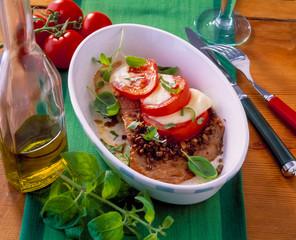 Kalbsschnitzel mit Tomate Mozzarella