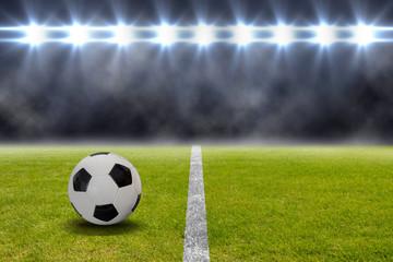 Fußball liegt auf dem Rasen