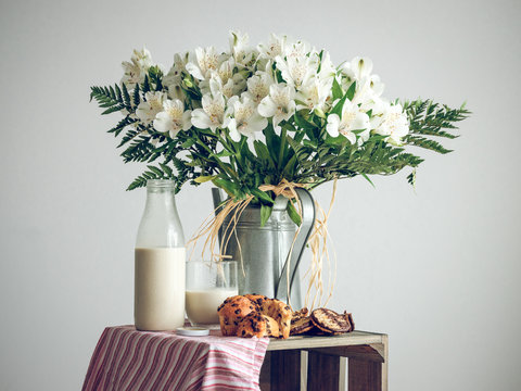White flowers and tasty breakfast with muffins