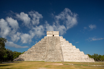 Chichen Itza, El Castillo (Temple of Kukulkan), Yucatan, Mexico