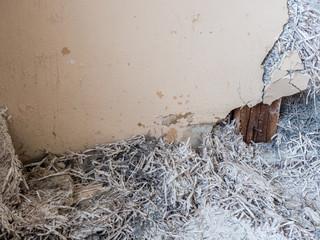 Zur Wärmedämmung Asbest in der Wand