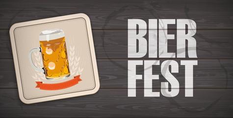 Bierdeckel auf einer Bierbank und das Wort Bierfest