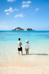 Wall Mural - Touristen am Aharen Strand auf der Insel Tokashiki, Okinawa, Kerama Inseln, Japan