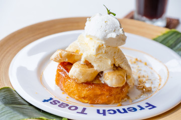 banana caramel french toast with vanila icecream