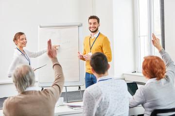 Motivierte Teilnehmer im Seminar