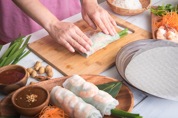 cooking vietnamese summer roll