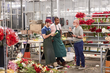 Supervisor Discussing With Florists