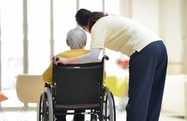 老人介護施設・くつろぐ母