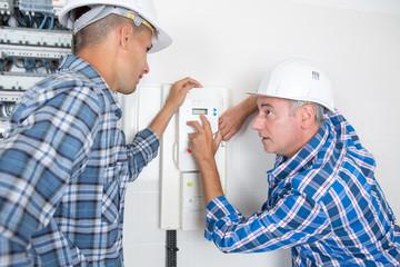 tutor explaining thermostat to students