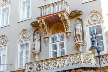 Foto auf AluDibond Gezeichnet Straßenkaffee Architectural details balconies and statues on the facade of an ancient building in the center of Budapest