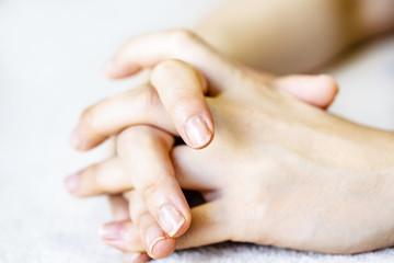 女性の手や指
