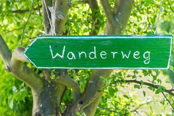 Holzschild Wanderweg