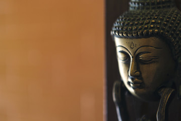 buddha image head stuck at the door