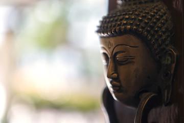 buddha image head stuck at the door