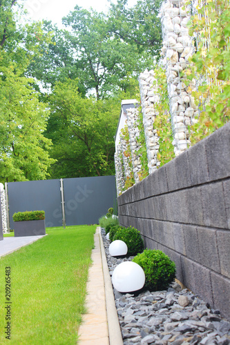 Zaun Im Garten Mit Rasen Stock Photo And Royalty Free Images On