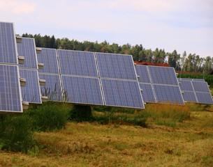 photovoltaikanlage in einer wiese