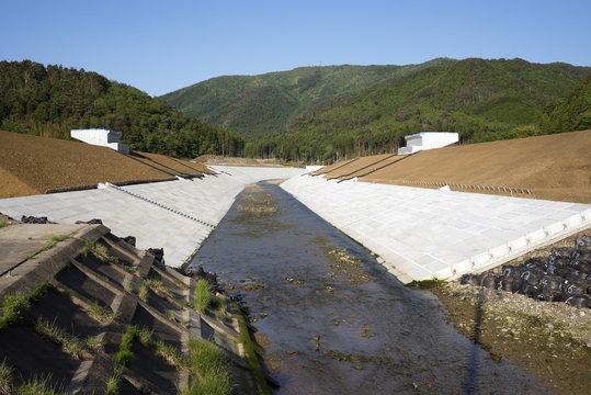 石巻の川の堤防増設