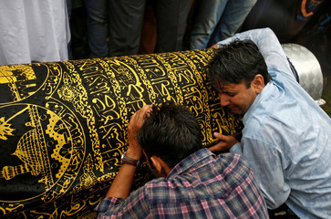 """Relatives of Syed Shujaat Bukhari, the editor-in-chief of local newspaper """"Rising Kashmir"""", who according to local media was killed by unidentified gunmen outside his office in Srinagar, mourn during his funeral in Kreeri"""