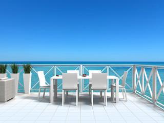 Urlaub am Meer mit schöner weißer Terrasse und Gartenmöbeln