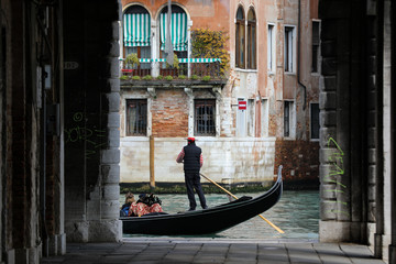 Türaufkleber Gondeln Canals of Venice with gondola and gondolier