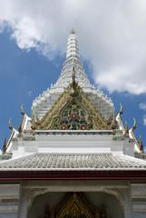 Weißer Turm des Wat Phra Kaew Tempels in Bangkok, Thailand