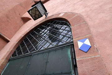 Hinweisschild Blau Weisse Raute für schützenswerte Kulturgüter