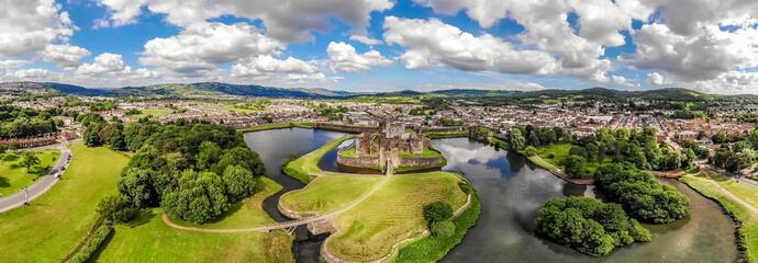 Aerial view of Caerphilly castle in summer, Wales Fototapete