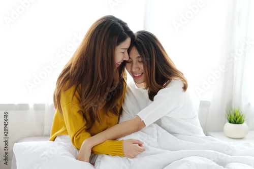 parks single lesbian women Late-blooming lesbians – women who discover or declare same-sex feelings in their 30s and beyond – have attracted increasing attention over the last few years, partly due to the clutch of.